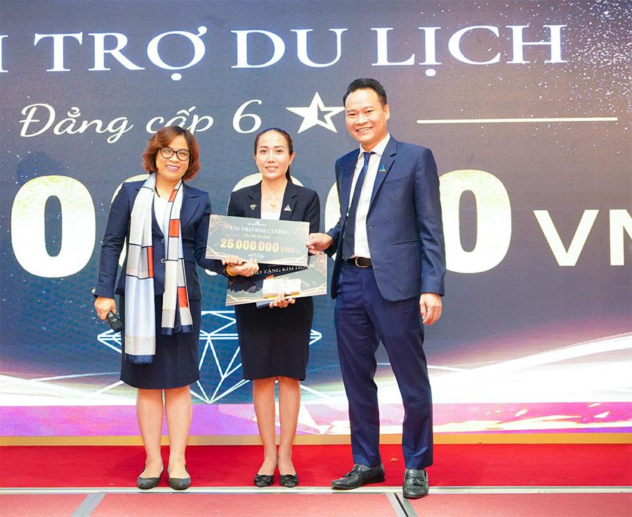 BLĐ DXS trao những phần quà giá trị cho tân binh câu lạc bộ Diamond Club